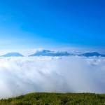 雲海に浮かぶ阿蘇五岳