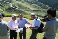 国連大学武内副長による現地視察の様子を写した画像